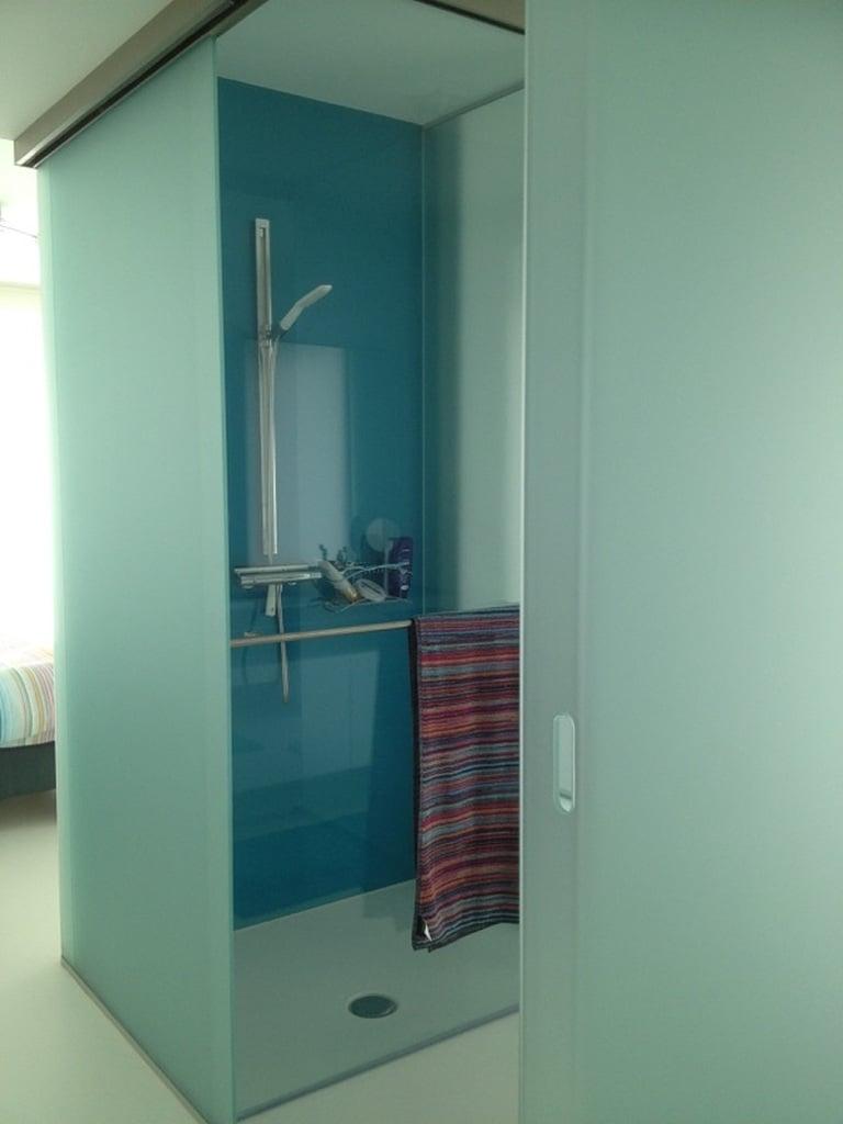 blauw-glas-badkamer - Glaswerken Dresselaers